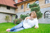 Nice girl lie on grass — Stockfoto