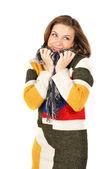 Piękna dziewczyna uśmiechający się w ciepły sweter kolorowy — Zdjęcie stockowe