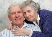 Portrait of happy smiling old couple — Stockfoto