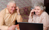 Senior couple gossip about something by phone — Stockfoto
