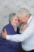 Happy senior couple embrace each other — Stockfoto