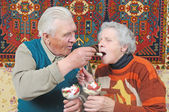 Old man spoon-feed old woman — Stock Photo