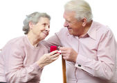 Old couple with heart-shaped engagement ring — Stock Photo