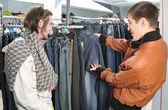 Jeans de escolha de amigos — Foto Stock