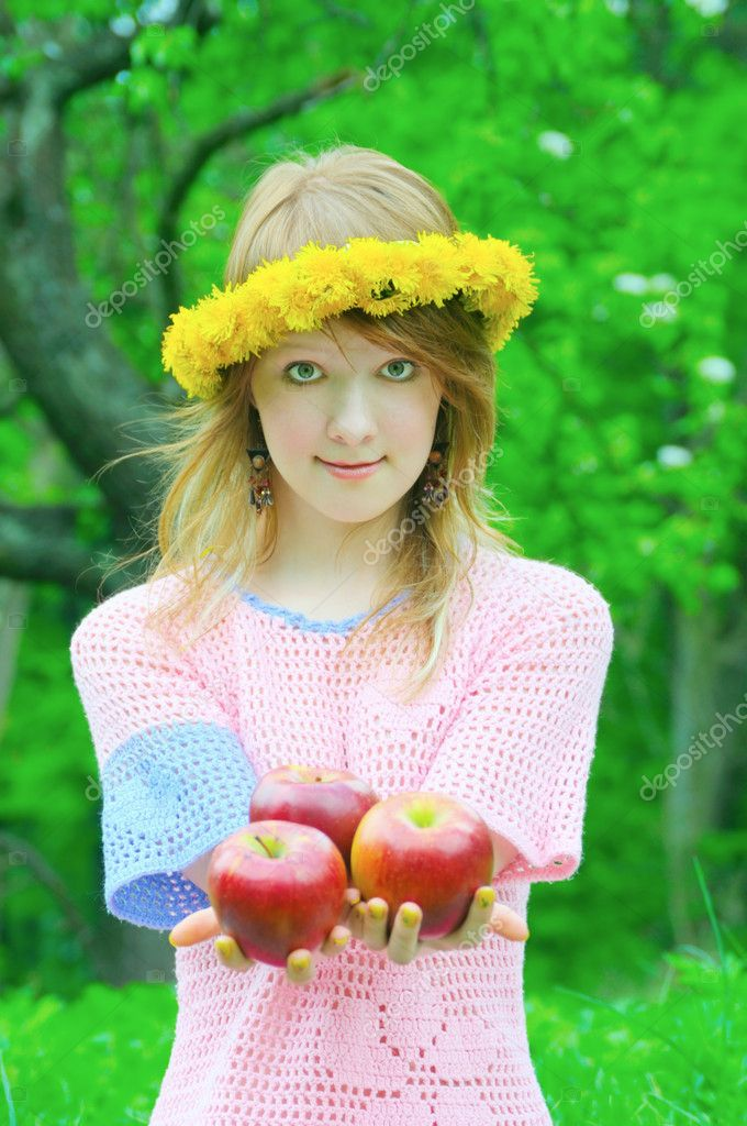 Pretty girl hold red apple in hand — Stock Photo #8912387