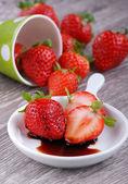 Strawberries with balsamic vinegar — Stock Photo
