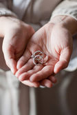 Brides Mother holding the engaged couples wedding rings — Foto Stock