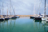 Yachts in the harbor standing on an anchor — Stock Photo