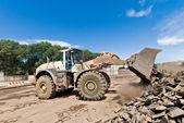 Bulldozer at work shifts of cast iron — Stock Photo