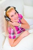 Happy girl listening music — Stock Photo