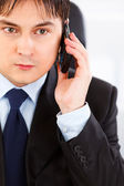 Concentrated businessman talking on mobile phone — Stock Photo