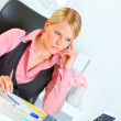Business woman sitting at office desk and thinking — Stock Photo