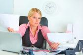Mylić biznes kobieta w biurze informacji turystycznej — Zdjęcie stockowe