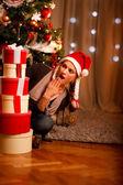 Vacker flicka nära jul — Stockfoto