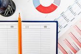 Stationery and financial documents with charts — ストック写真