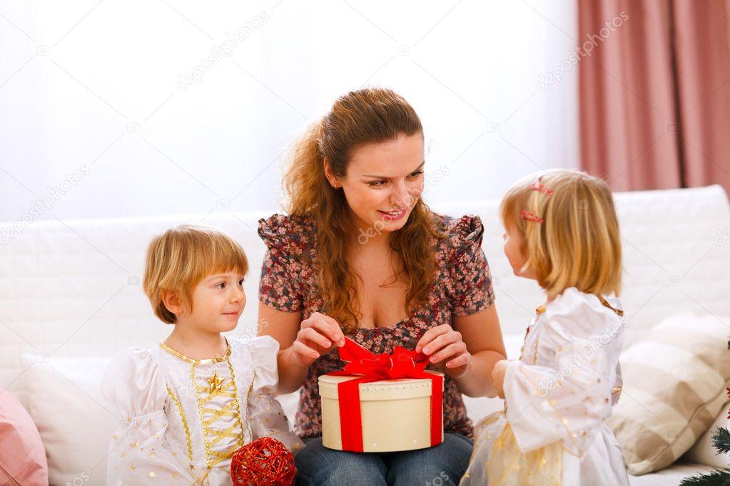 Близнецы любят подарки
