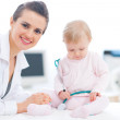 Pediatric doctor with baby on survey — Stock Photo