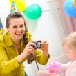 Mother making photos of babys first birthday — ストック写真