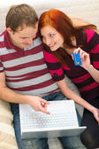 Young couple shopping on Internet — Стоковое фото