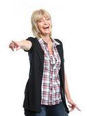 Femme d'âge mûr souriante pointant sur vous — Photo