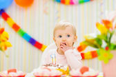 Kid eating first birthday cake — Stock Photo