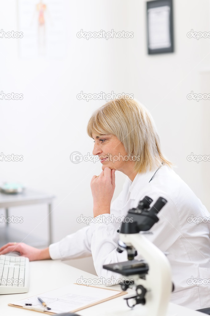 Senior doctor woman working at laboratory — Stock Photo #9830703