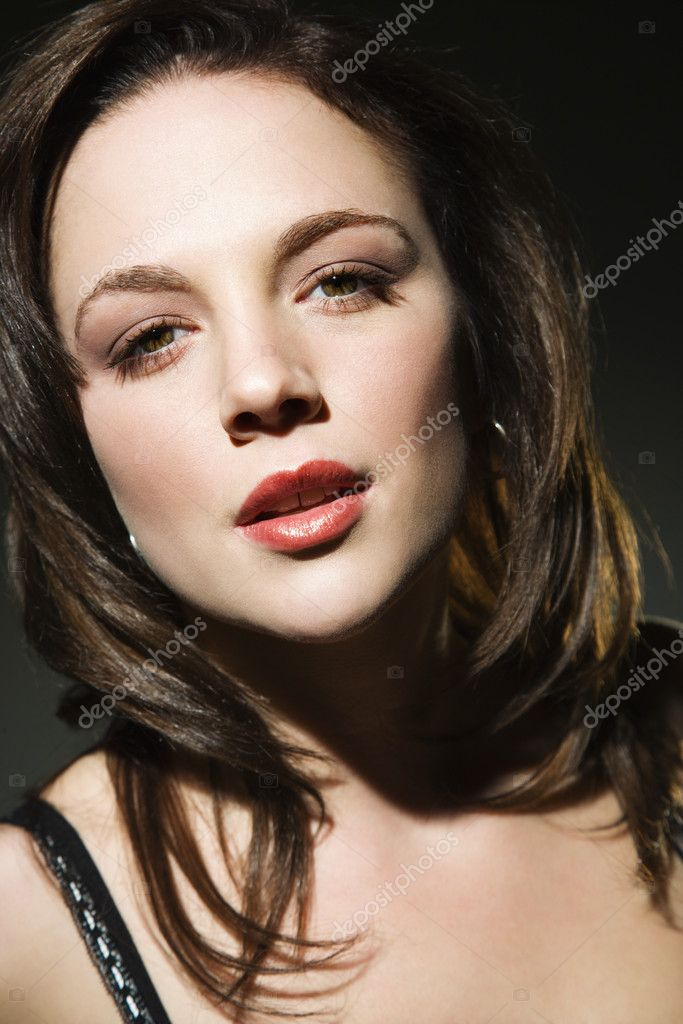 Young Caucasian woman looking at viewer. — Stock Photo #9217015
