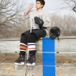 Hockey boy drinking water. - Foto Stock