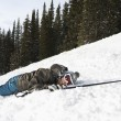 Foto Stock: Skier Lying in Snow