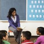 Teacher Reading to Students — Stock Photo