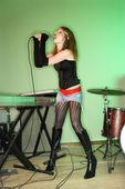 Female singing. — Stock Photo