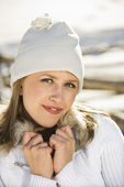 Woman in winter clothing. — Stock Photo