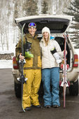 Couple going skiing. — Stock Photo