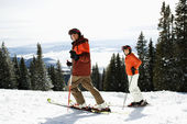 Couple Skiing on Mountain Slope — Stock Photo