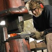 Man using power hammer. — Stockfoto