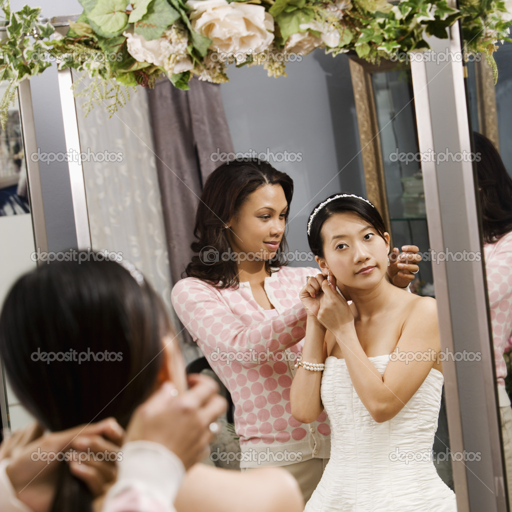 African-American woman helping Asian bride with hair. — Stock Photo #9227456