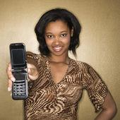 女人拿出手机. — 图库照片