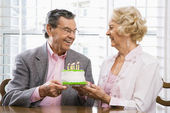 Mature couple with cake. — Stockfoto