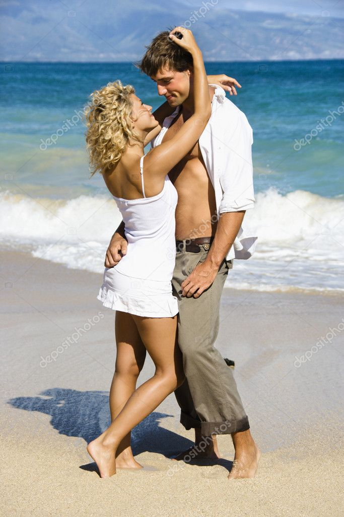 Attractive couple in sensual embrace on Maui, Hawaii beach. — Stock Photo #9248060
