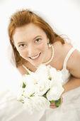 Bride holding bouquet. — Стоковое фото