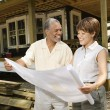Couple Holding Building Plans - Foto Stock