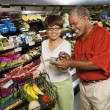 Couple in grocery store. — Stock Photo