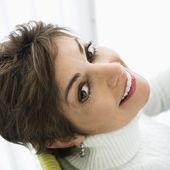 笑みを浮かべてはかなりの女性. — ストック写真