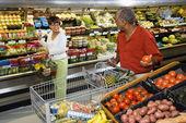 いくつかの食料品の買い物. — ストック写真
