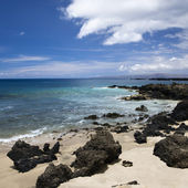 Rocky beach in Maui. — Stock Photo