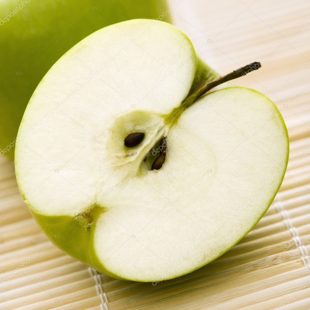 Close up of sliced green apple. — Photo #9281269