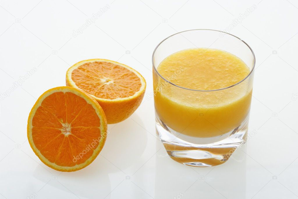 Halved orange and glass of orange juice on white background. — Stock Photo #9281334