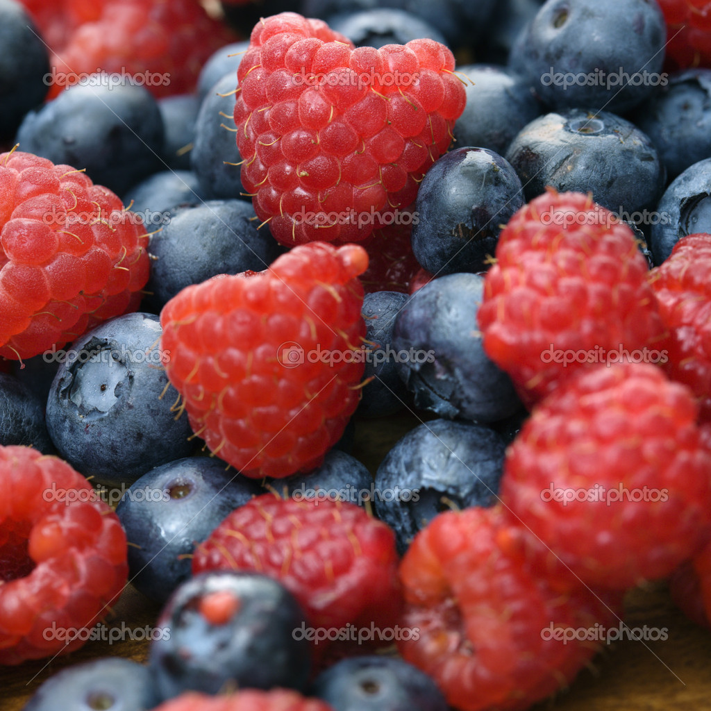 Mixed blueberries and raspberries. — Stock Photo #9281356