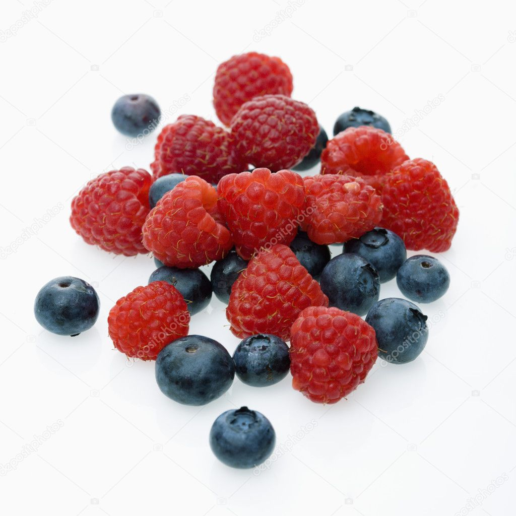 Mixed blueberries and raspberries on white background. — Stock Photo #9281359
