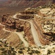 Winding Road on Rugged Desert Rock Formation - Foto de Stock